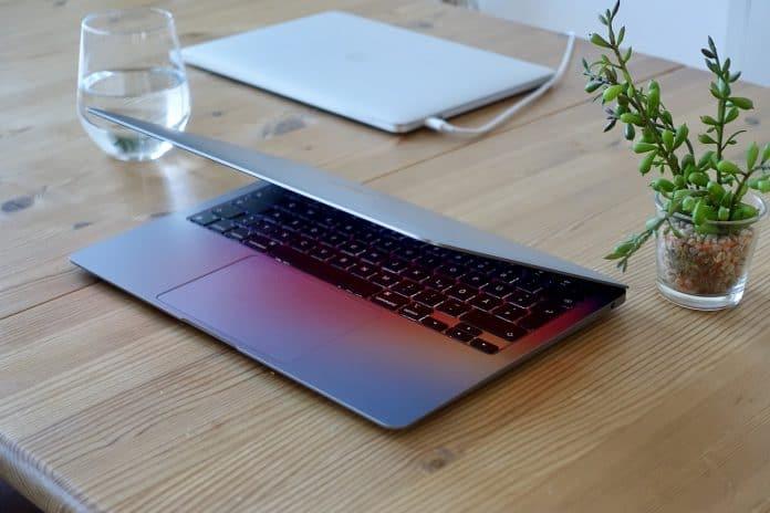 Die neuen MacBook Pros werden mit neuem Design strahlen. Alte Funktionen kommen zurück. Ende der Touchbar!