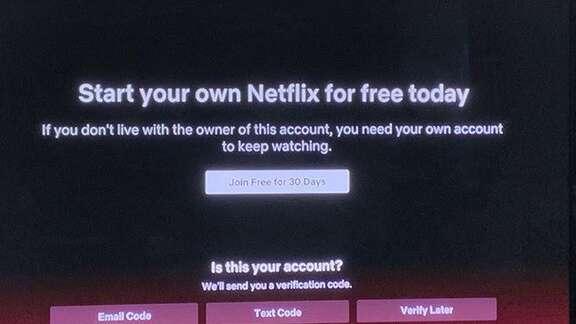 Neue Meldung auf Netflix gibt preis, dass Netflix gegen Passwort-Sharing vorgeht.